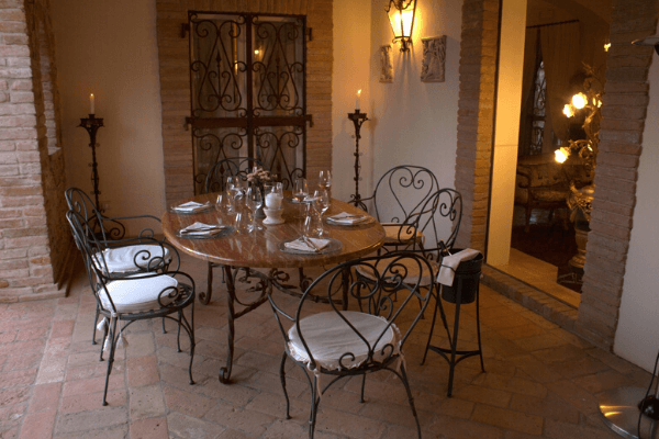 Amelia location dei sogni per tavola ed altare