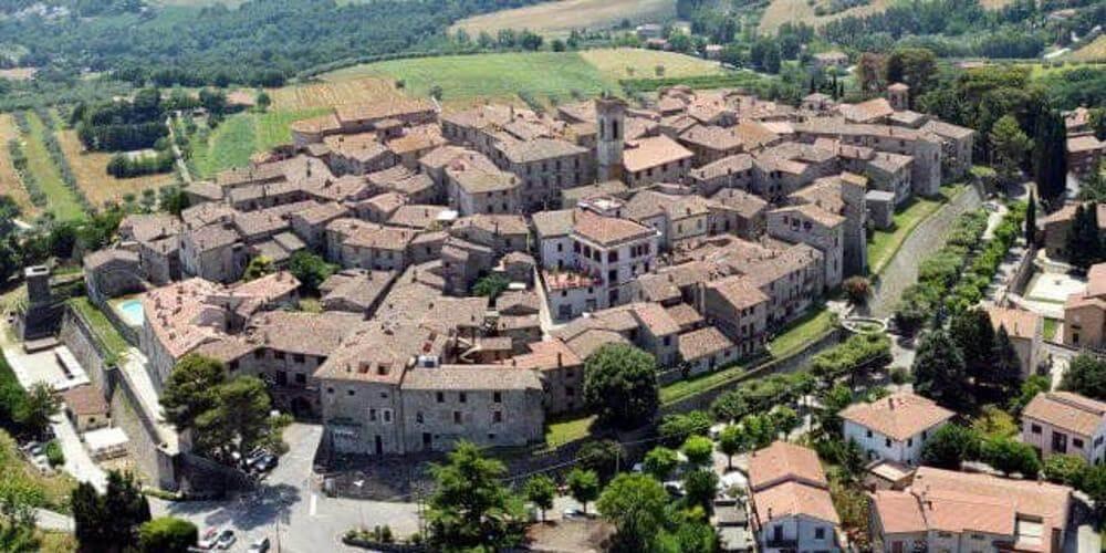 Monte Castello di Vibio matrimonio nel teatro più piccolo del mondo