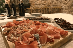 l'arte del cibo servita in tavola