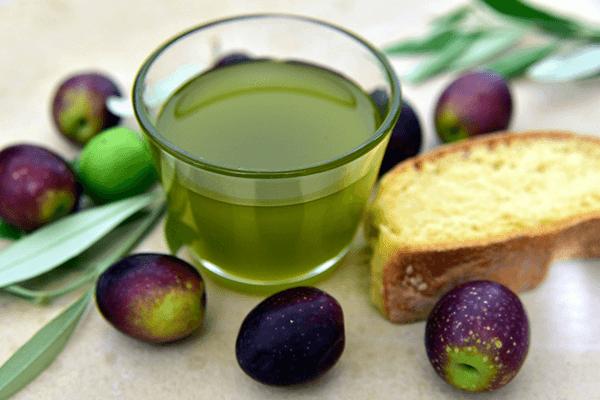 Assaporare i gusti olio umbro