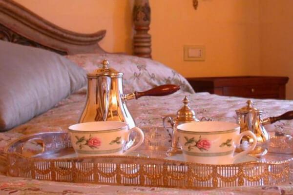 Agriturismo in Umbria colazione al letto Relais la Tenuta del Gallo